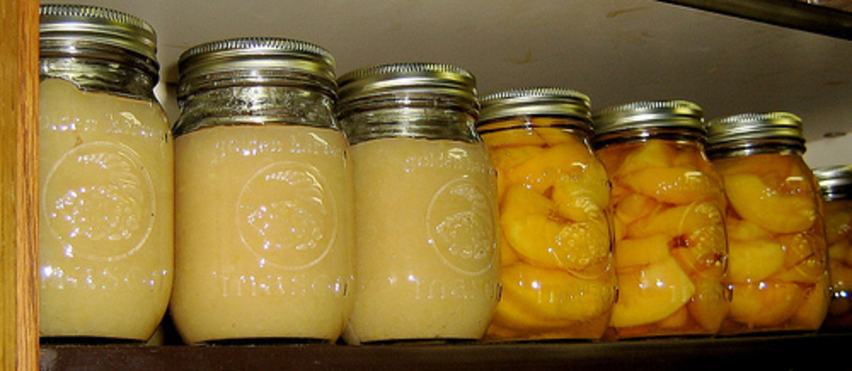 Home canned peaches and applesauce photo: newrambler @flickr