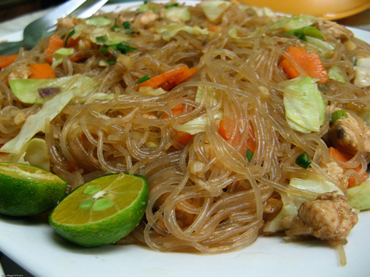 Pancit Bijon - Sauteed Rice Noodles (Photo courtesy by dbgg1979 from Flickr.com)