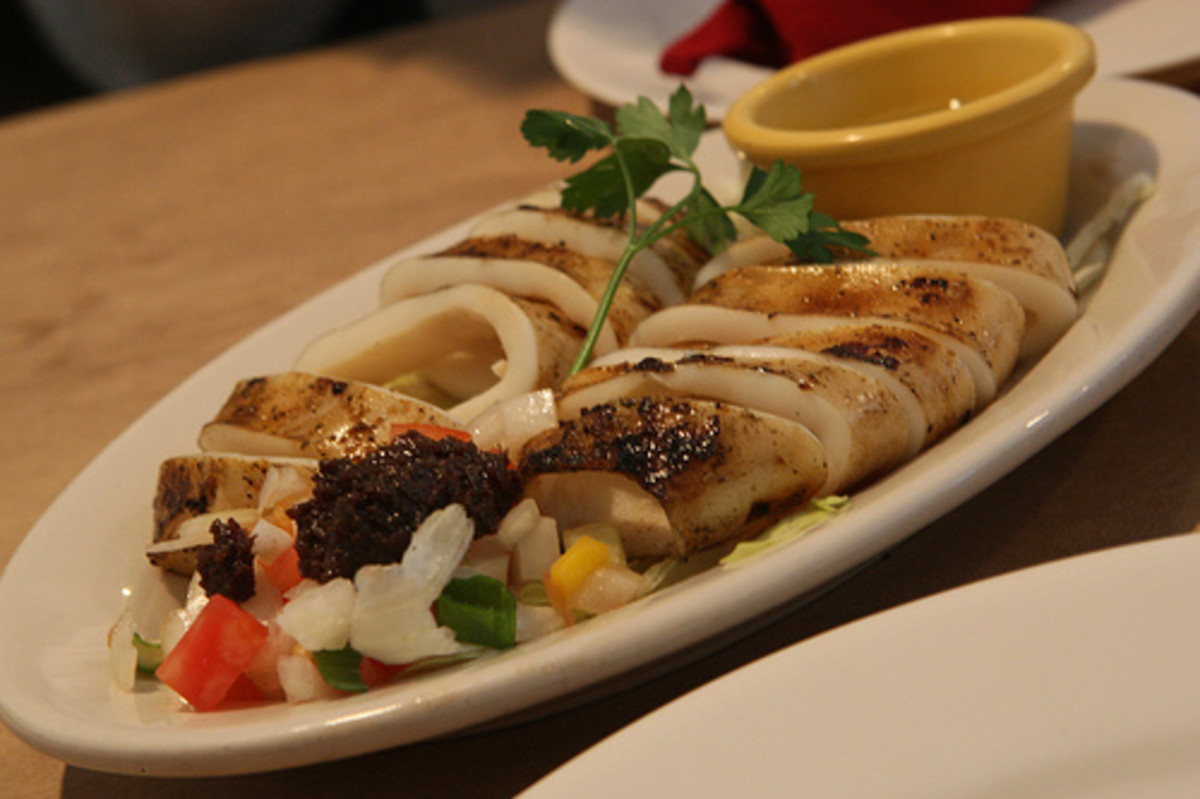 Inihaw na Pusit - Grilled Squid (Photo courtesy by highlimitzz from Flickr.com)