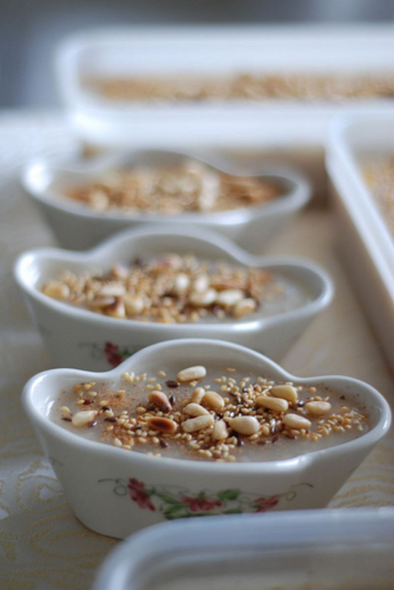 Noah's pudding in bowls prepared for the Asure Gunu or Asure Day feast. (Photo by Hayat-i Ebediye@flicker)