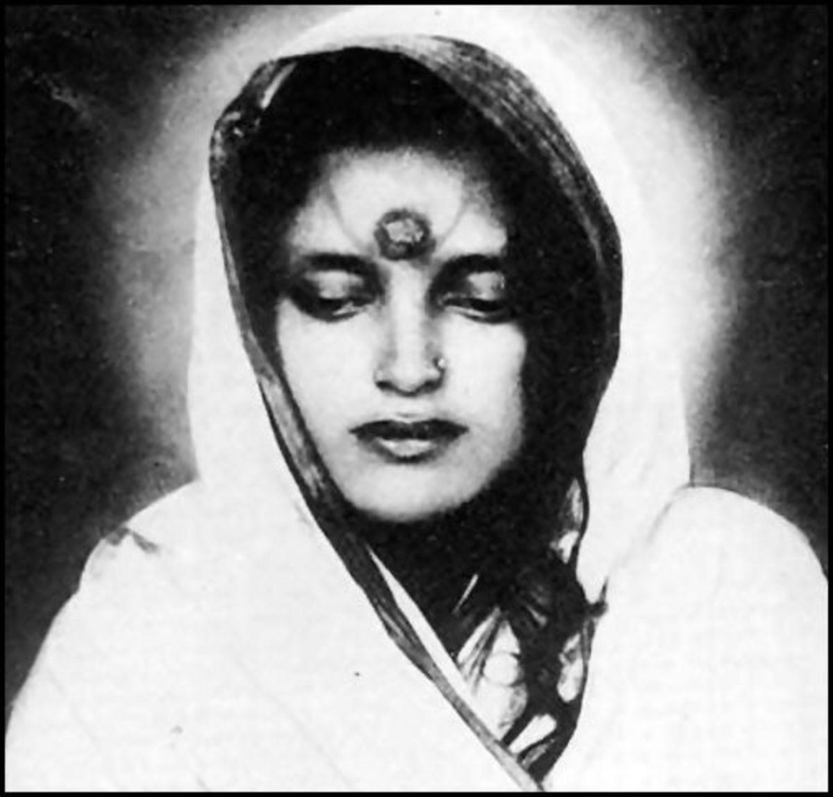The Beautiful  & Enigmatic Mystic of India: Sri Anandamayi Ma :