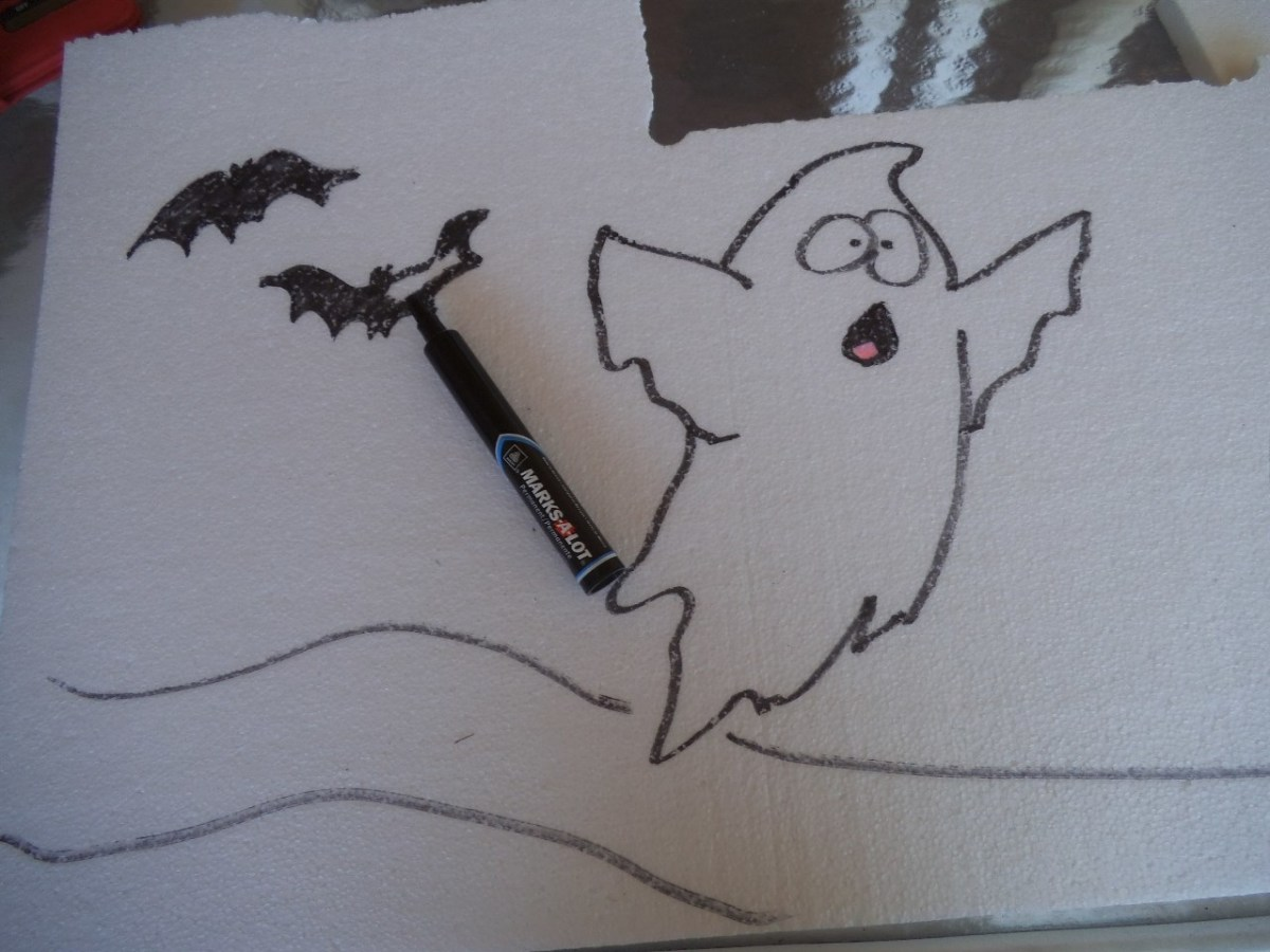There are lots of Halloween creatures you could add, but I decided on making easy bats. A curving line makes a path so it looks like the ghost is fleeing from the bats.
