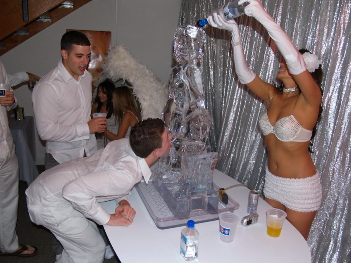 Ice Luge, party starter