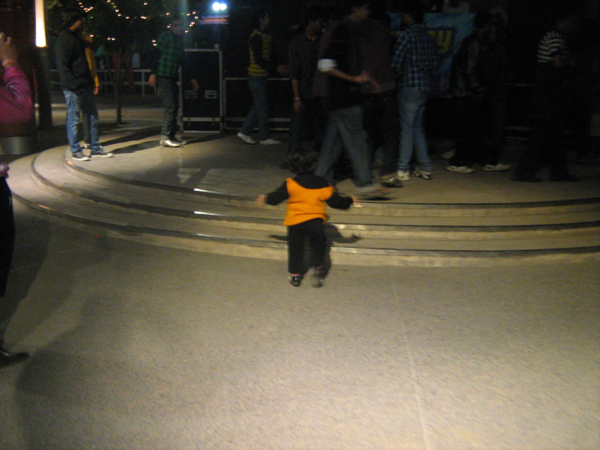 Shronika heading towards DJ dance floor at Worlds of Wonder Noida