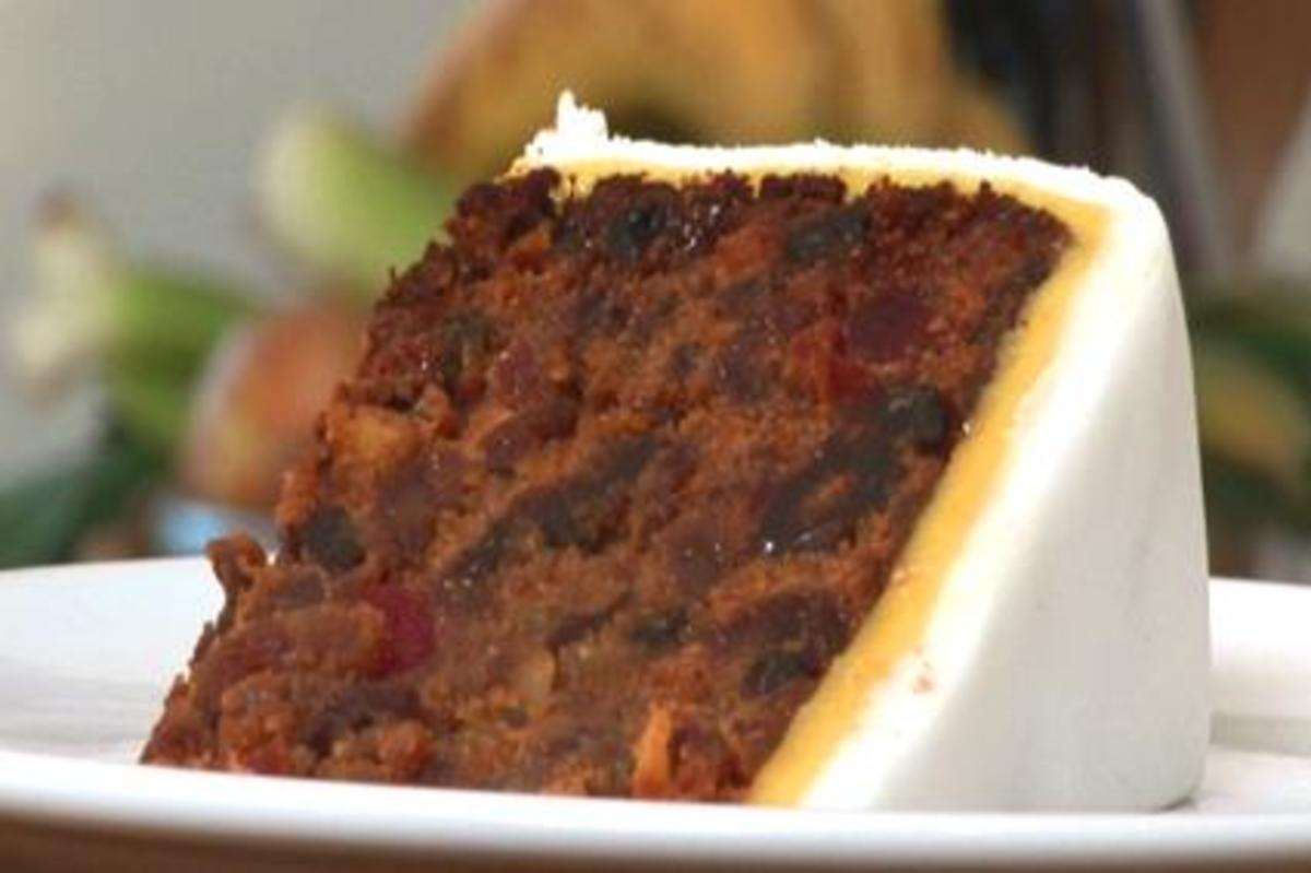Fruit cakes are GREAT for winter weddings...hearty, beautiful and FESTIVE!