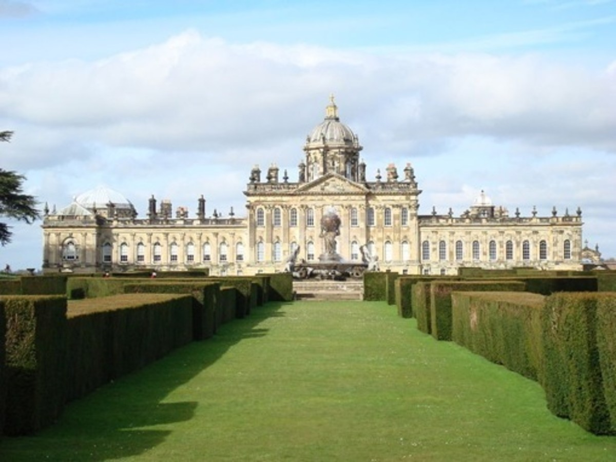 Castle Howard (1669) in North Yorkshire show the diversity and the similarities of Baroque era architecture from country to country.