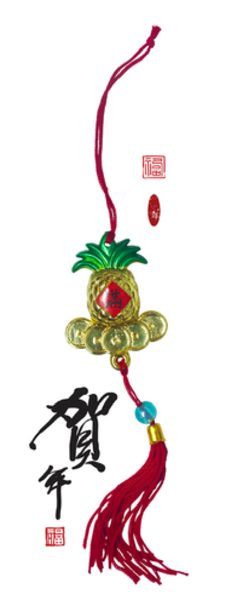 Pineapple decoration for Chinese New Year Image:  yienkeat|Shutterstock.com