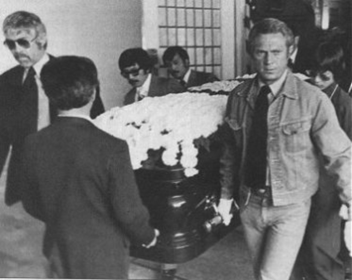 Pallbearers James Coburn on the left and Steve McQueen on the right