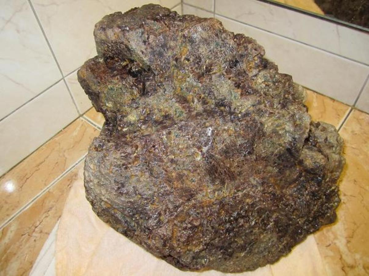 ROUGH BURMESE RED SPINEL 24 Kilos