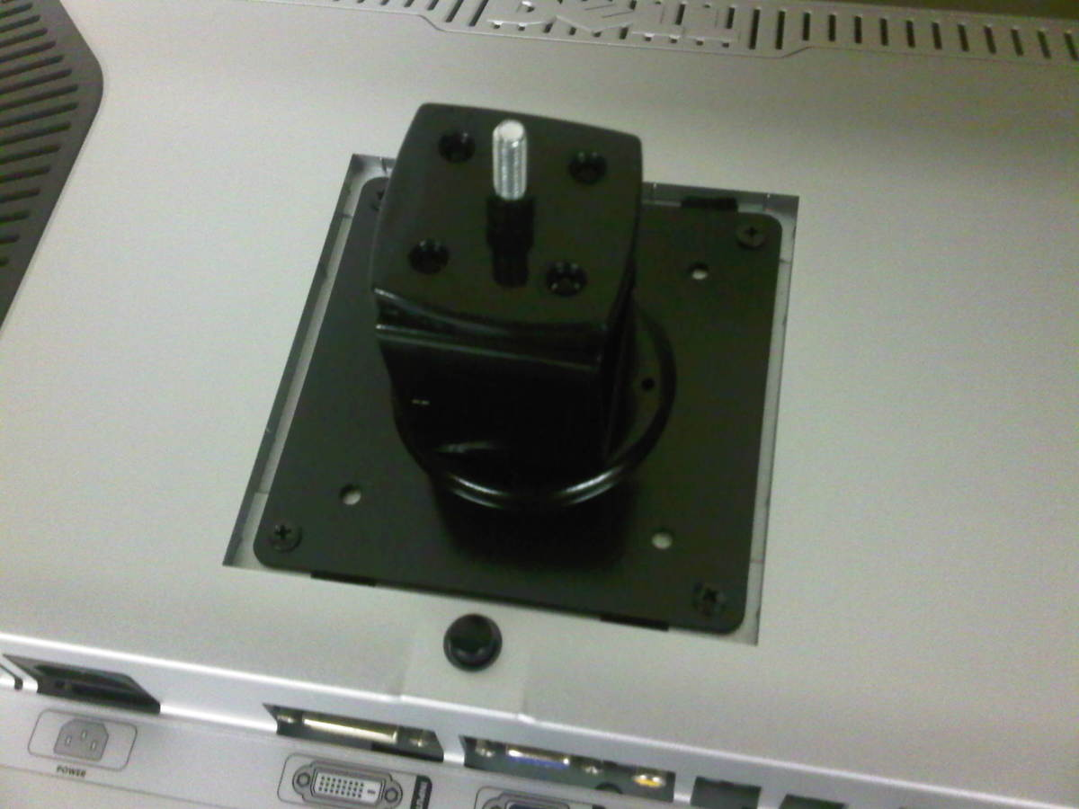 Installing the bracket on the back of the monitor