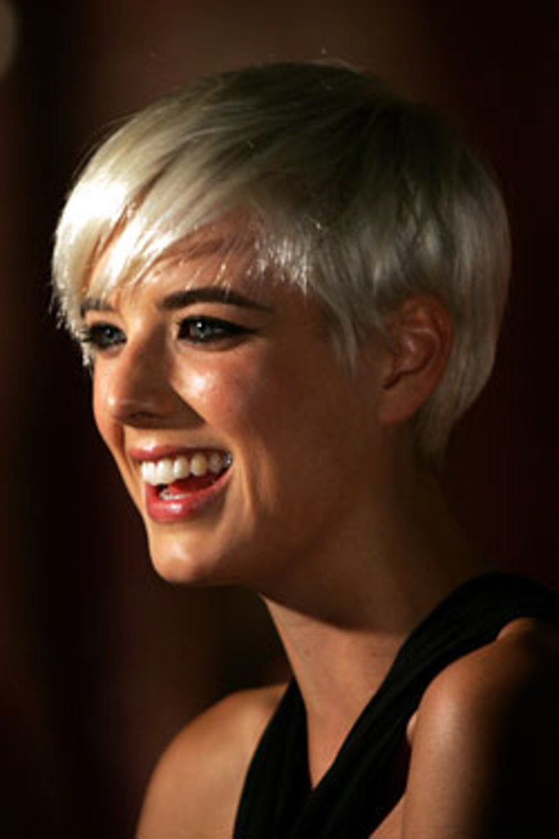 blonde pixie cut hairstyle for women