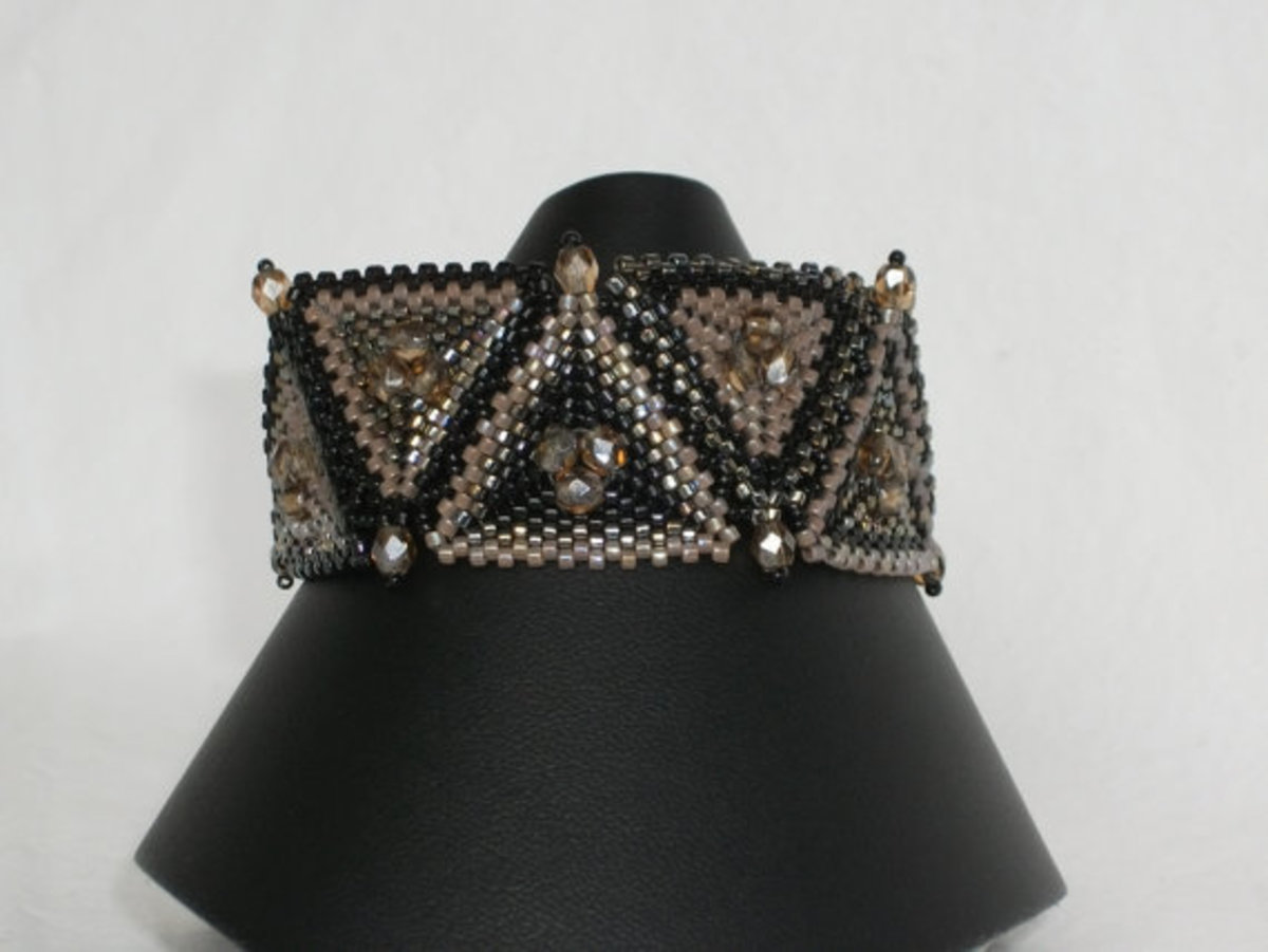 This is another fun way to link triangles for a bracelet.  I love the firepolished rounds detail.