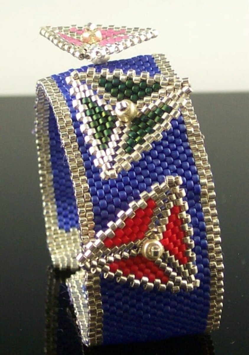 I have been admiring this bracelet for several years.  In case you didn't already think that beaded triangles were really fun, this will change your mind.