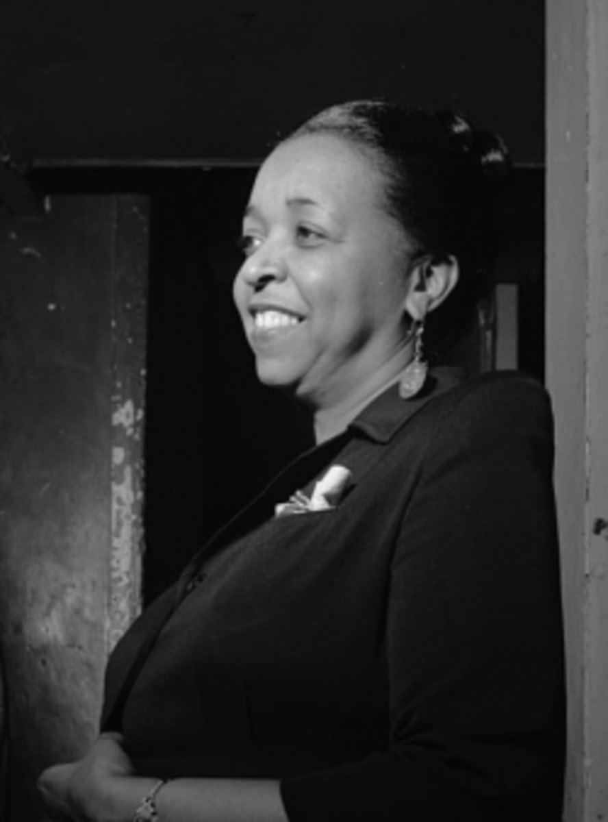 """""""Ethel Waters - William P. Gottlieb"""" by William P. Gottlieb - This image is available from the United States Library of Congress's Music Division under the digital ID gottlieb.08911.This tag does not indicate the copyright status of the attached work"""
