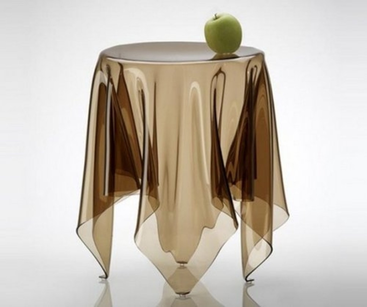 """The """"Illusion"""" table by Essey"""