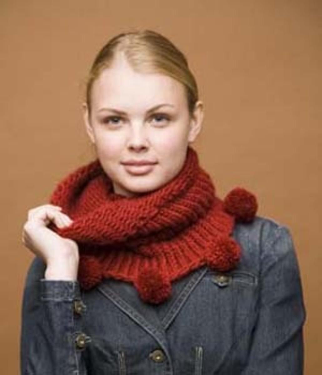 Knifty Knitter Pom Pom Cowl