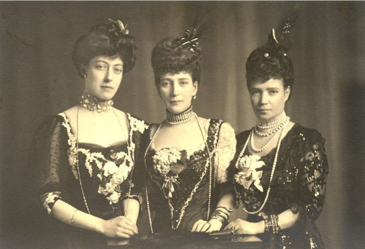 In the middle Queen Alexandra, on the right, her daughter Victoria and the left Empress Maria Fedoronova of Russia