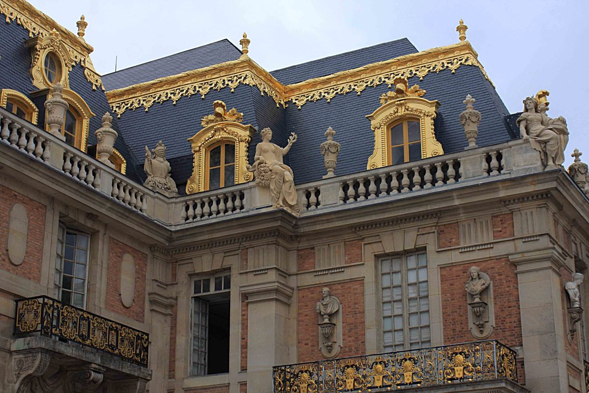 Buildings of the Royal Court and detail of the ornamental facade