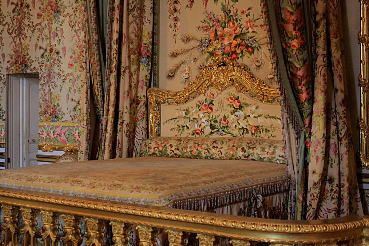 The Queen's Chamber and bed where successive queens slept over 100 years. The last occupant was Marie-Antoinette who (briefly) escaped from the Palace during the revolution via a small door on the left of this room