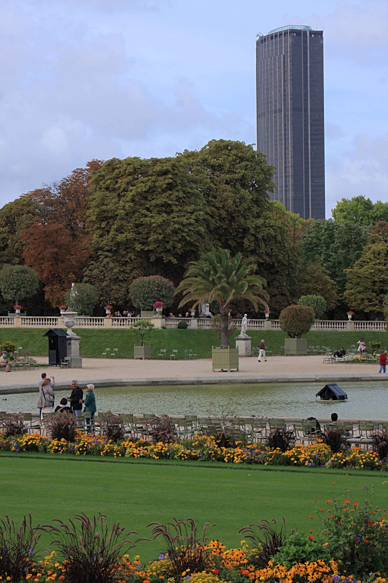 The Montparnasse Tower as seen from the Jardin du Luxembourg. The outdoor viewing platform is shielded with glass (or clear plastic?), but with ample wide gaps to allow for clear viewing and photography