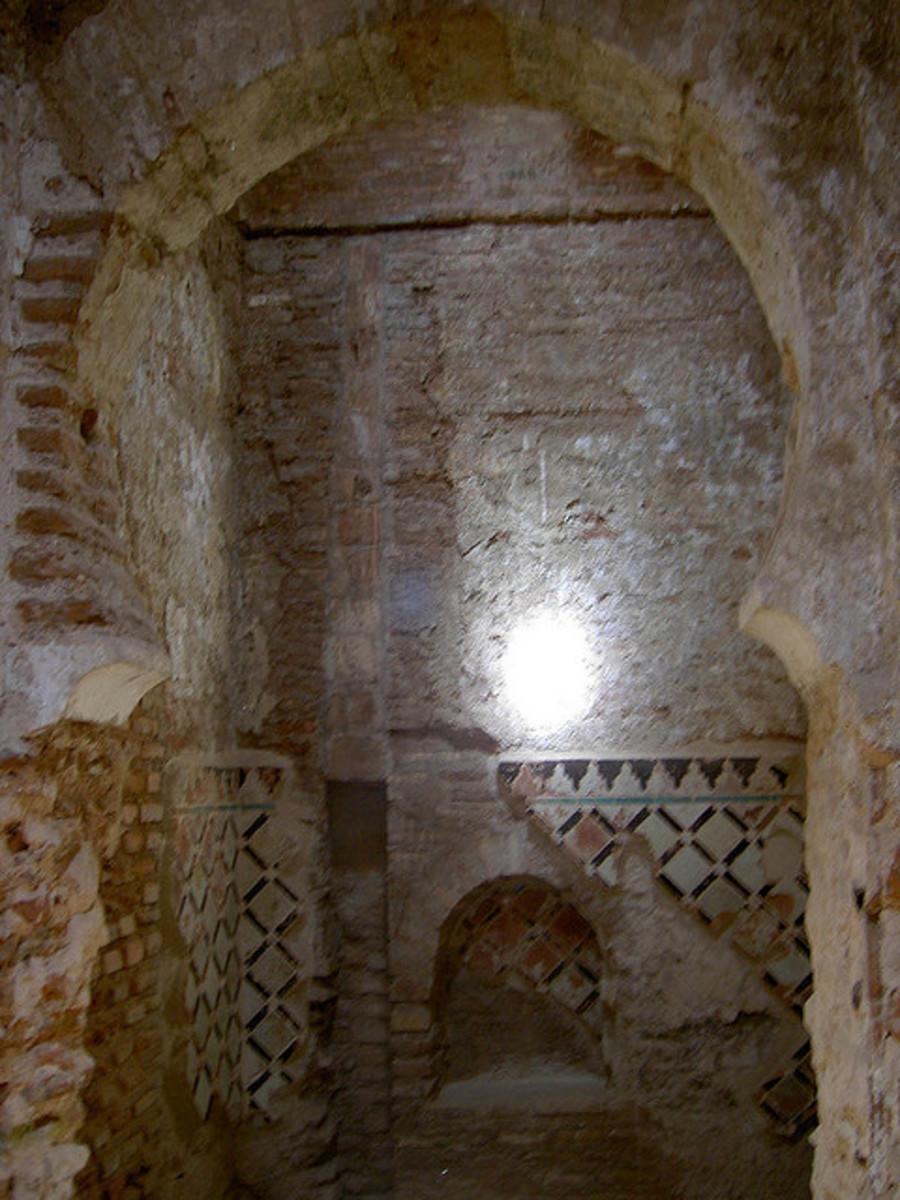 Alhambra: Bath house interior: Ray of light inside the bath house.