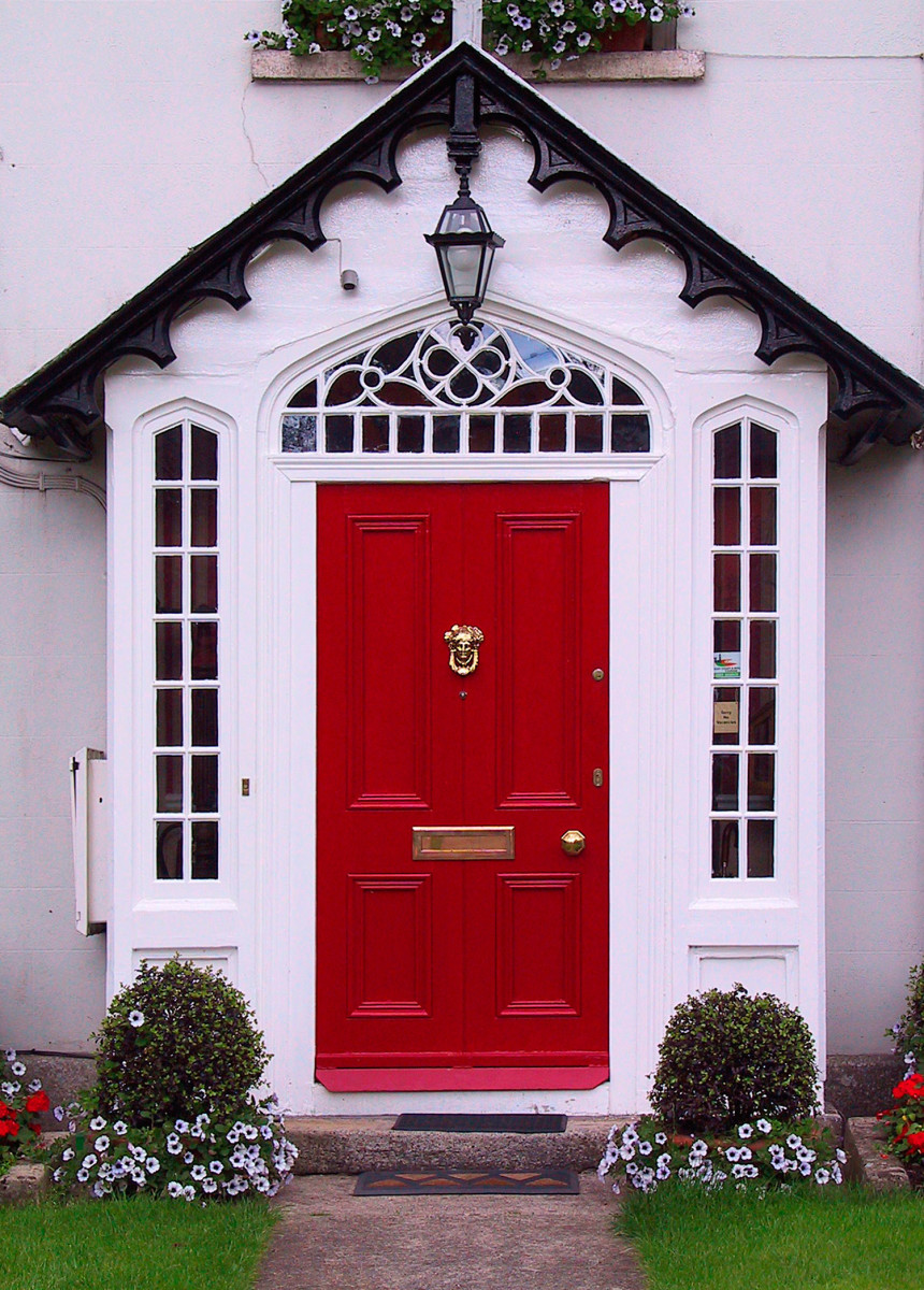 Promote positive energy by clearing your entryway & painting your door a great color.
