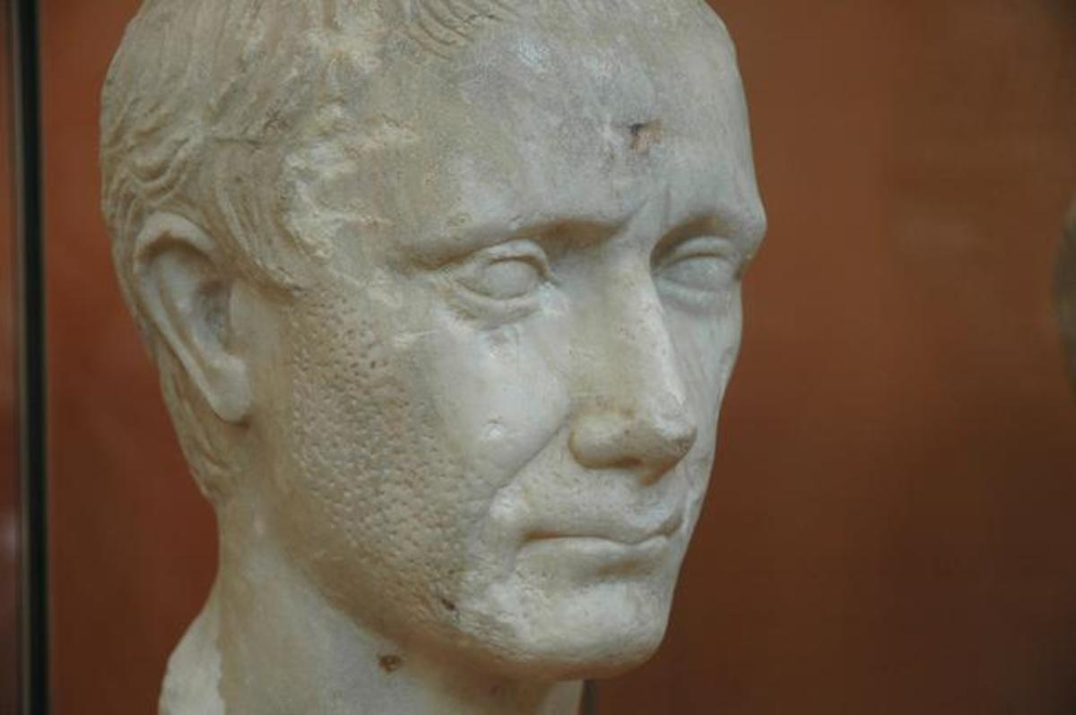 A young and unshaven Julius Caesar, on display at the Museum of Corinth.
