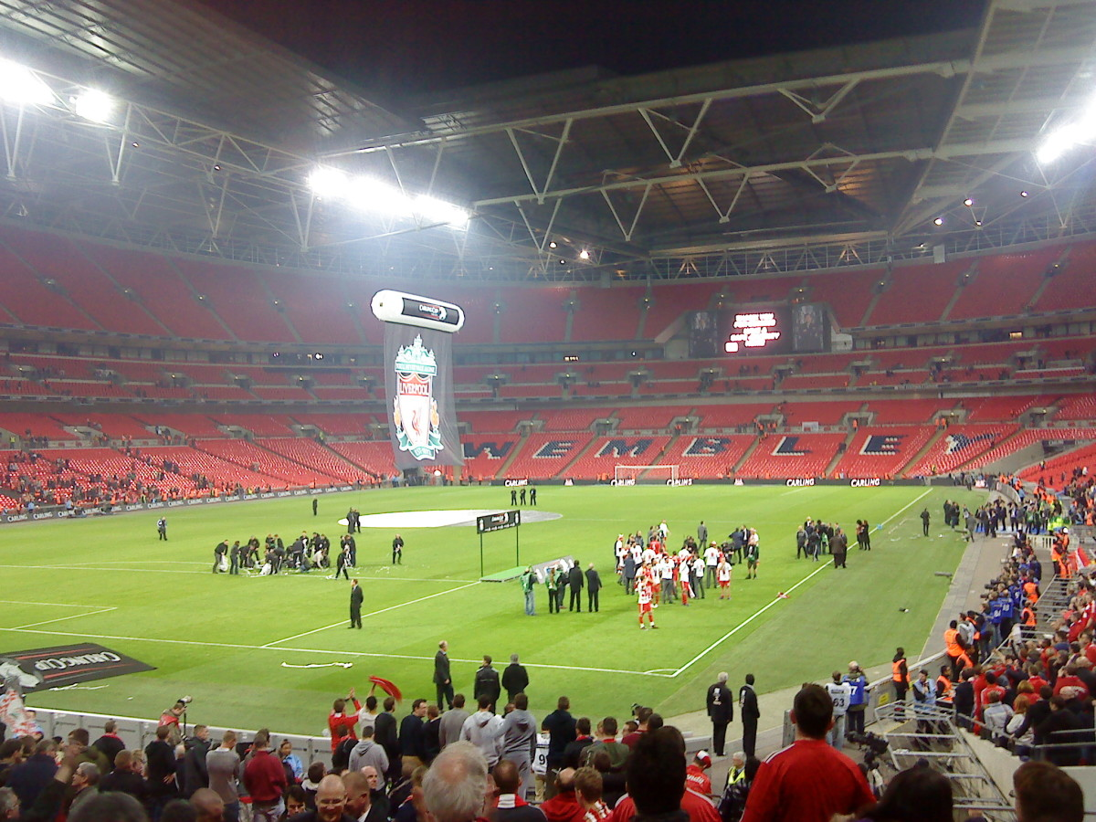 Wembley Stadium.The victorious Liverpool team celebrate winning the 2012 Carling Cup.