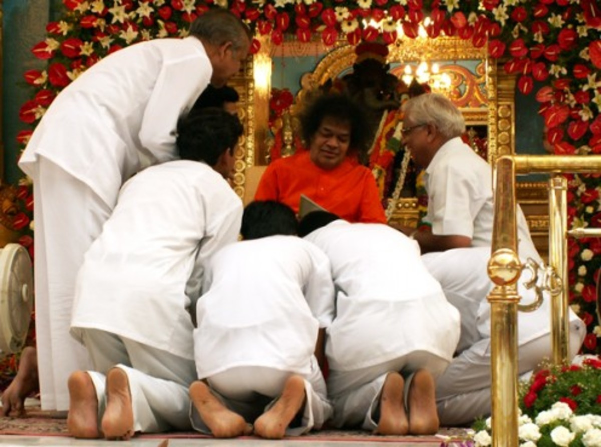 Blessing the members of the programme that had been planned by the Sathya Sai Organization (Andhra Prdesh).