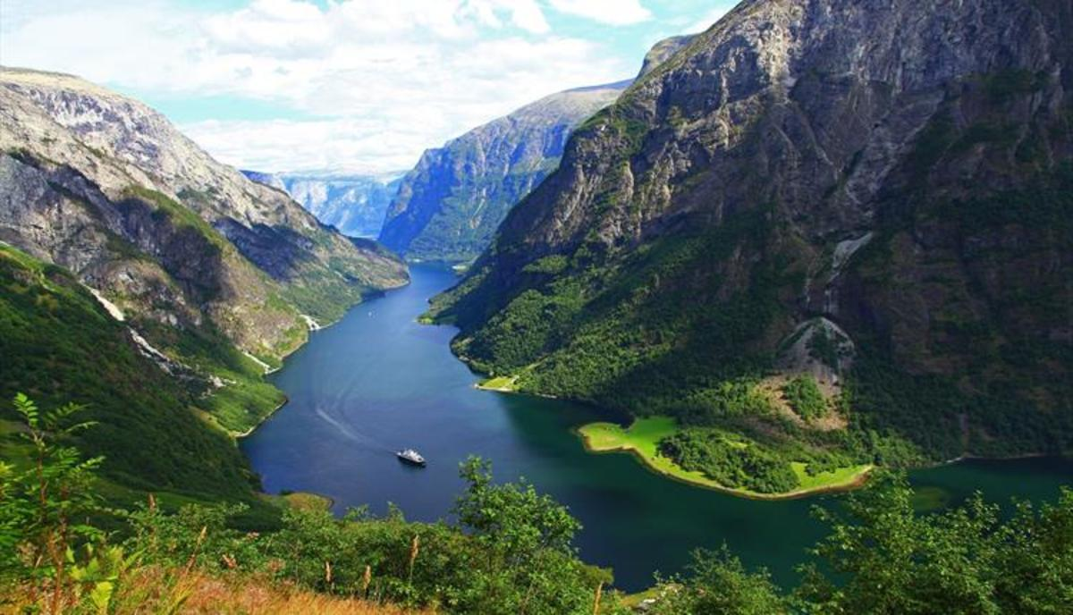Sognefjord - the Saga Fjord, high mountains and deep clefts in a coastal strip kept clear if ice by the Gulf Stream Drift. The next step along the way is hundreds of nautical miles to the west, off the coast of Katanes - Caithness