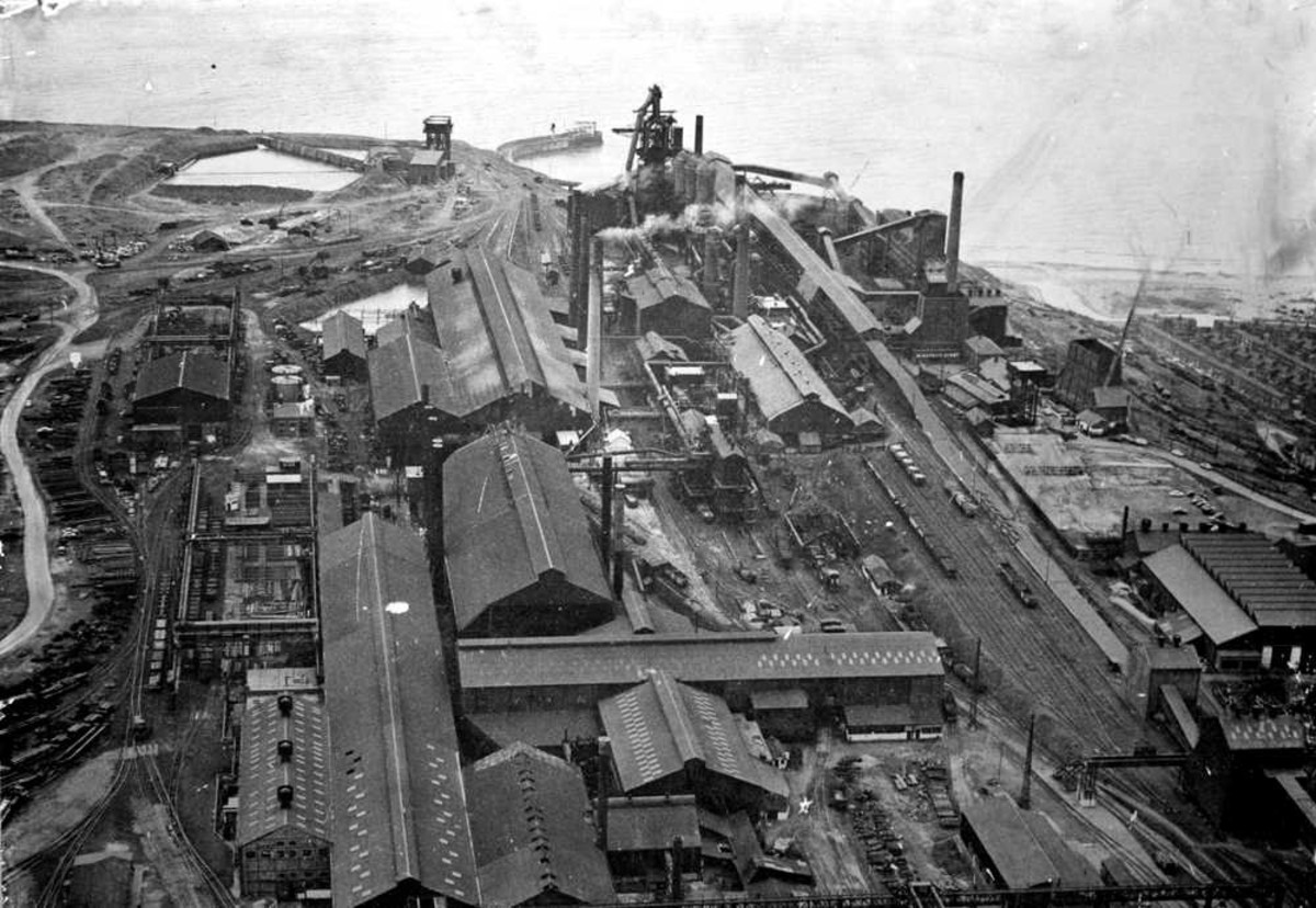 Aerial view of Skinningrove Works in its heyday. A network of railway sidings sprawled around its western side on the man-made plateau