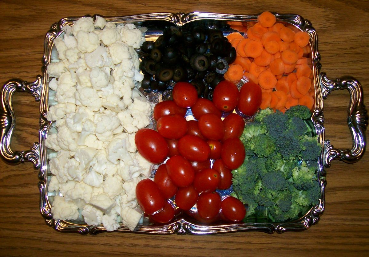 I used cauliflower, black olives, cherry tomatoes, carrots and broccoli.