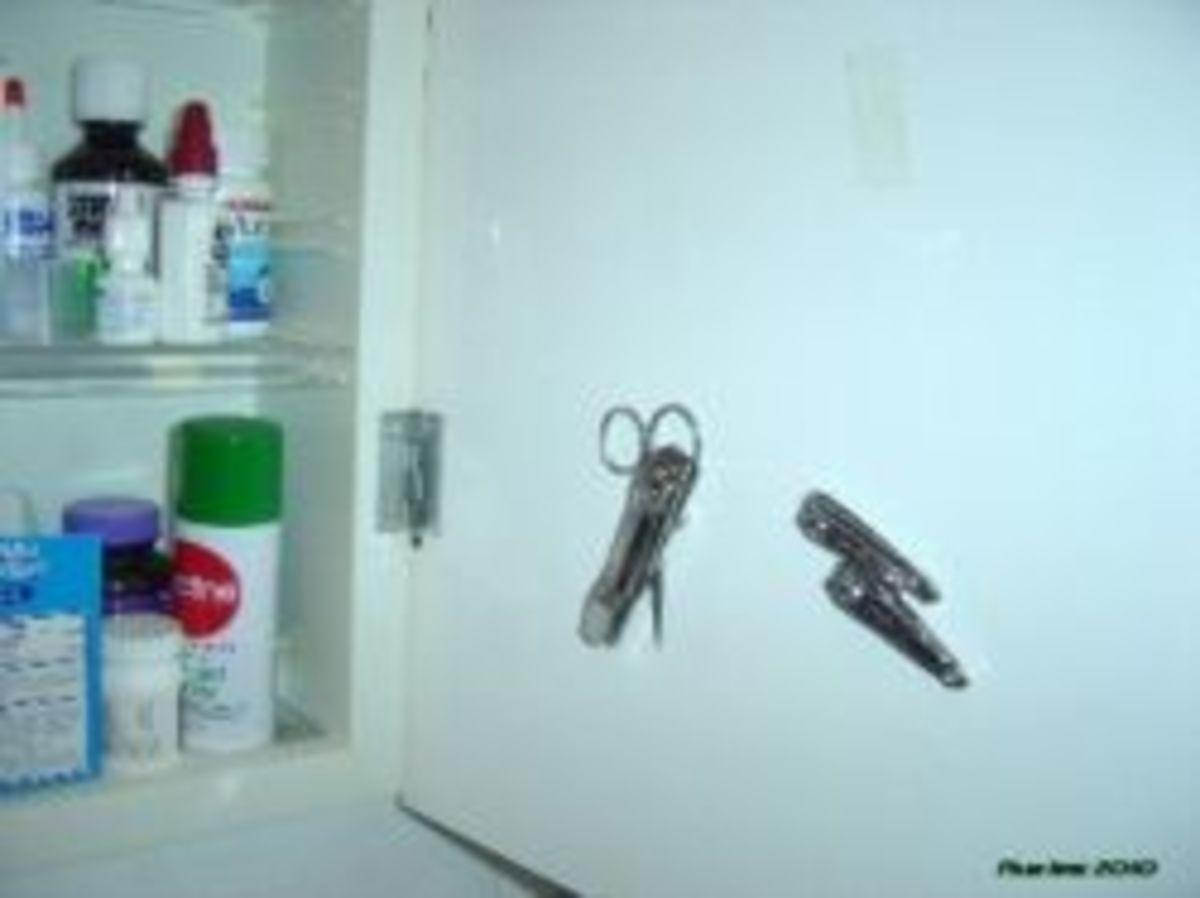 DIY Dorm Decor - Medicine Cabinet Storage