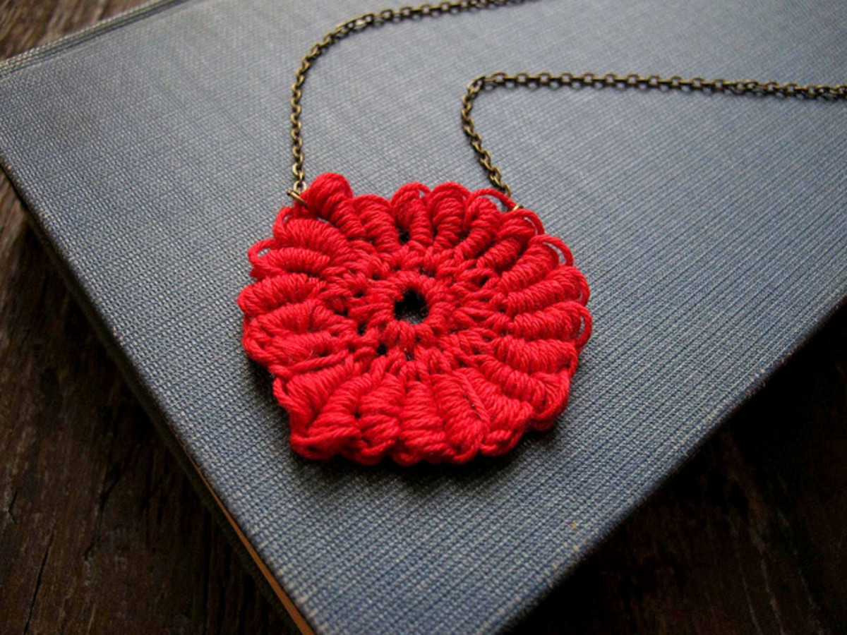 http://blog.a-common-thread.com/2010/07/crochet-pattern-coiled-medallion.html