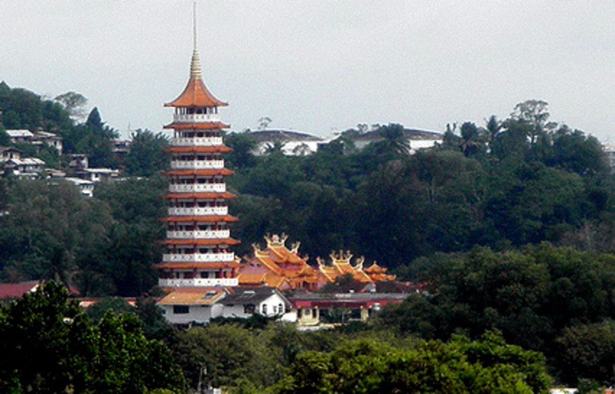 Peak Nam Tong Pagoda & Temple in KK
