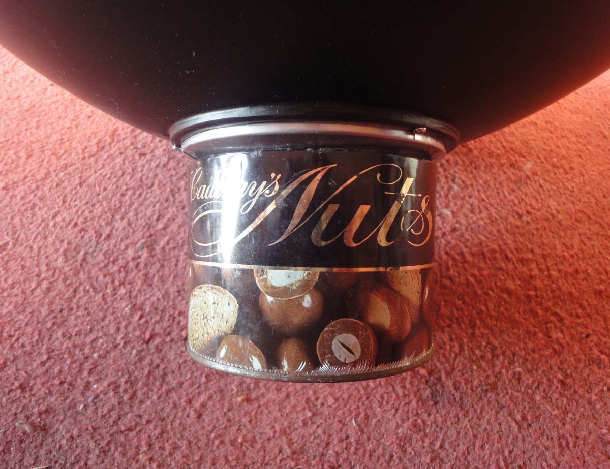 An old sweets tin I found in my workshop (being used to keep nuts and bolts) was just the right size to fit snuggly onto the bottom of the beauty dish.