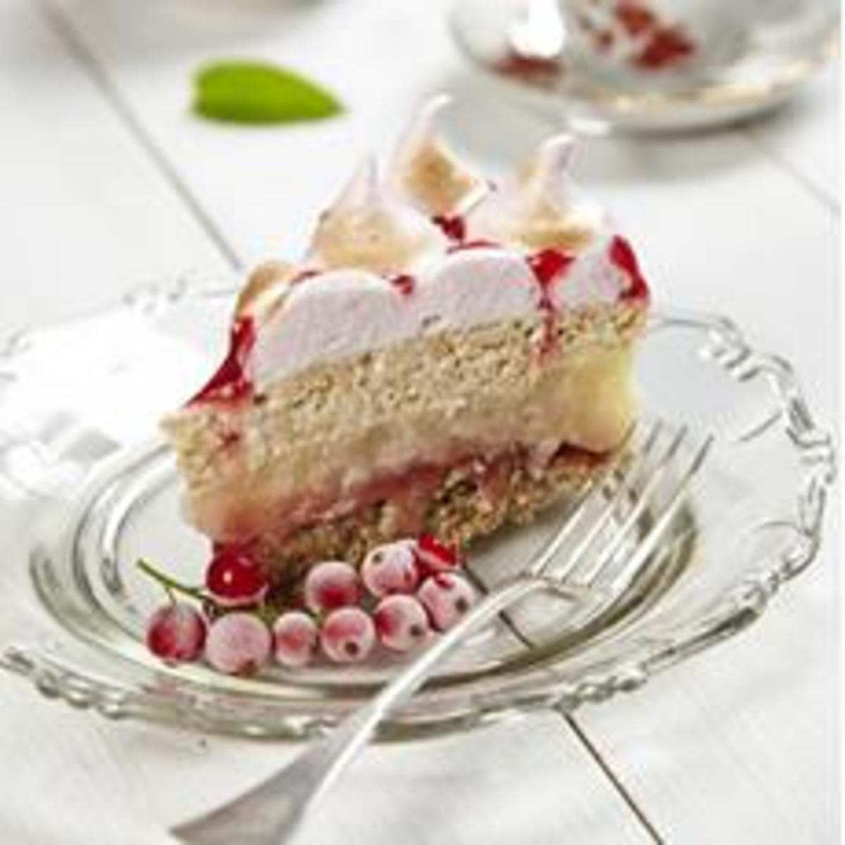 Red currant mousse and apples layered cake