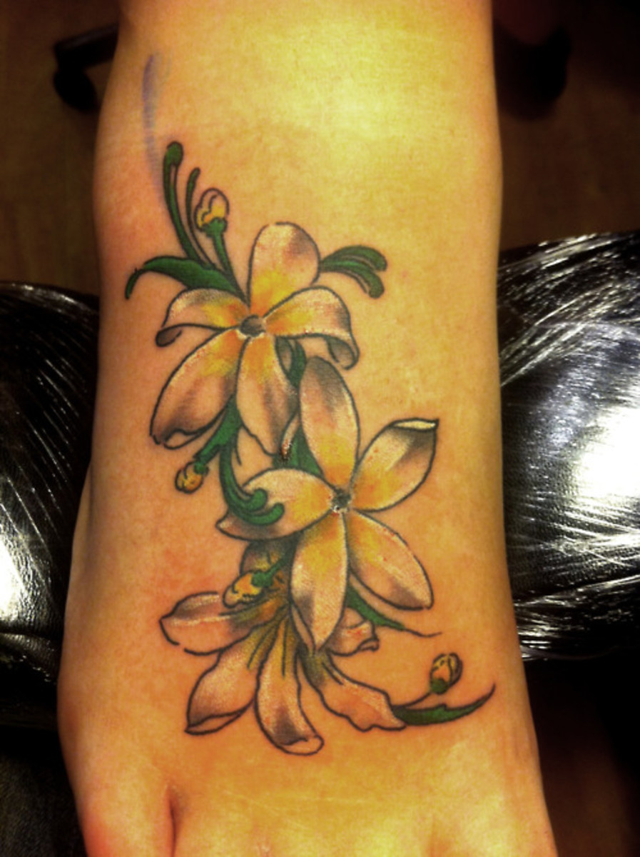 Jasmine tatto on foot