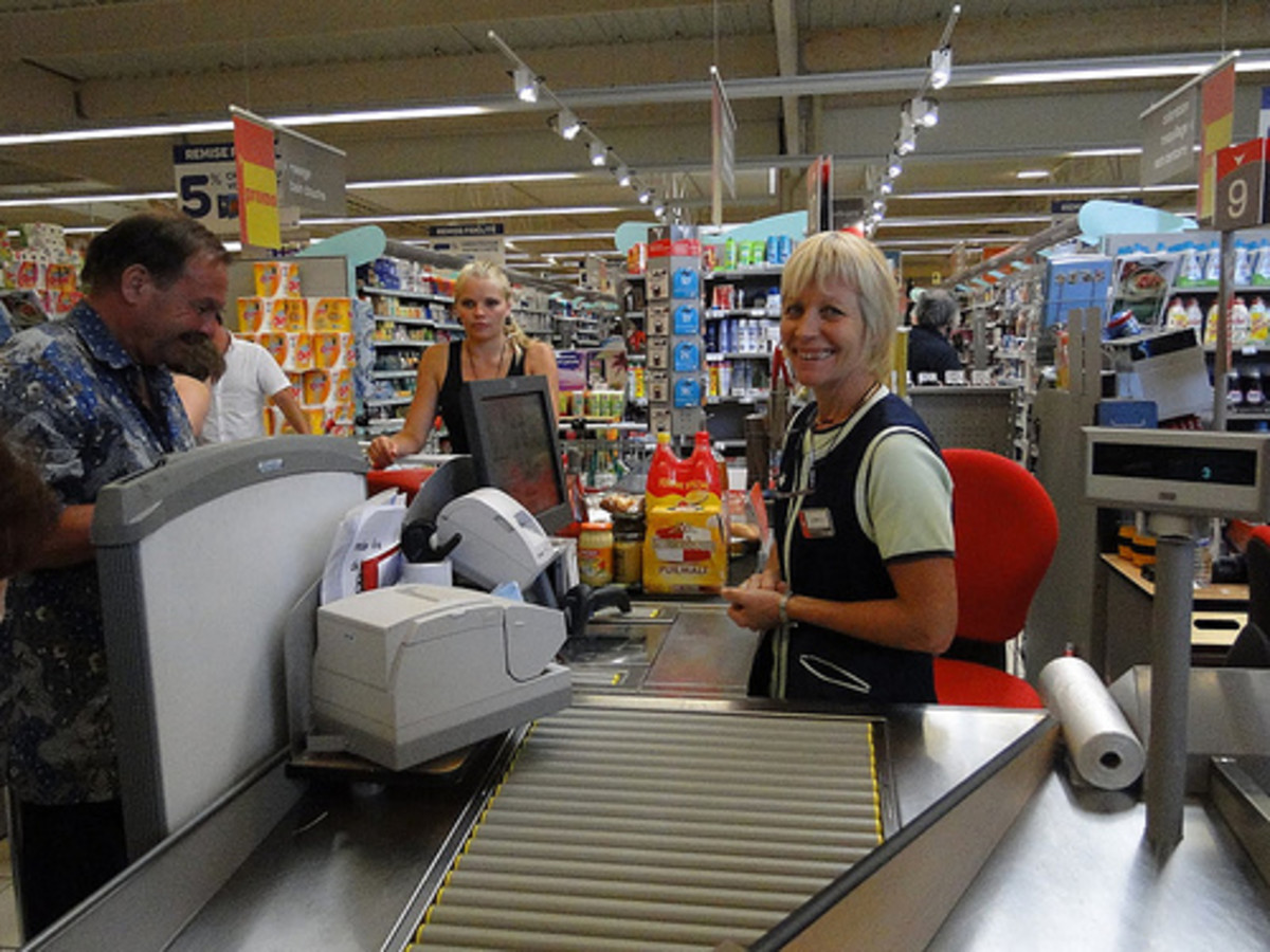 What are the Duties of a Supermarket Cashier?