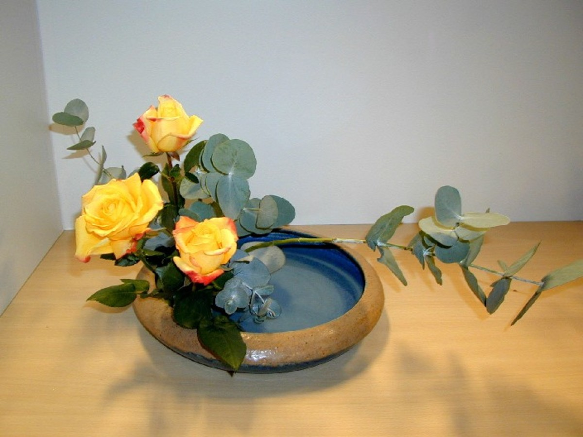 In ikebana, less is more. Sometimes, materials are grouped in threes or other odd numbers.