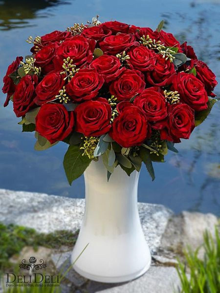 Full, dense flowers en masse are typical of some of the most beautiful Western floral arrangements.