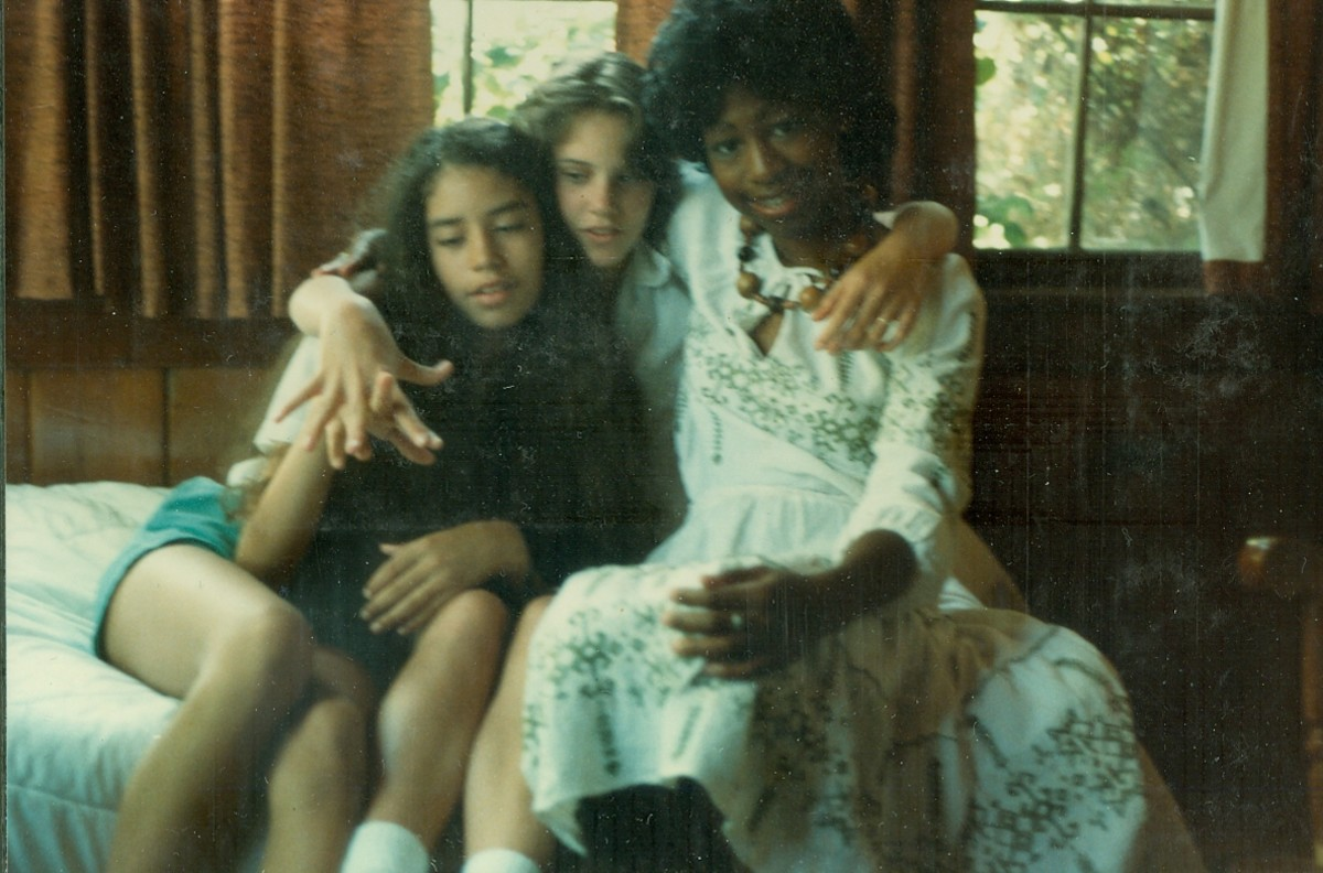Here I am, wearing the dress I bought in Athens.  I am with Karis Jagger and Amy Donovan.