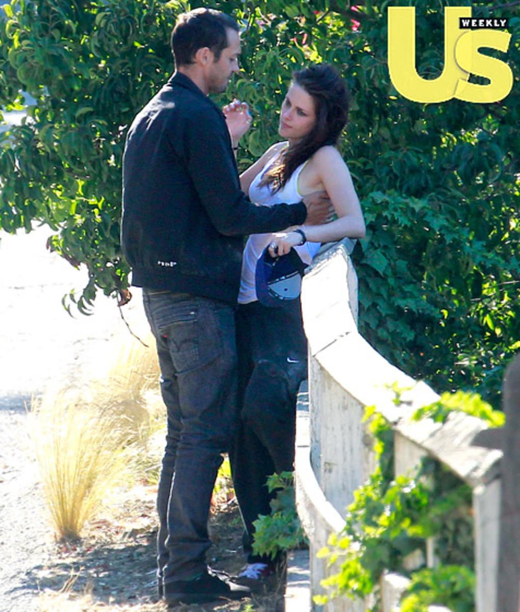 Kristen does not look like she is appreciating Rupert's advances.
