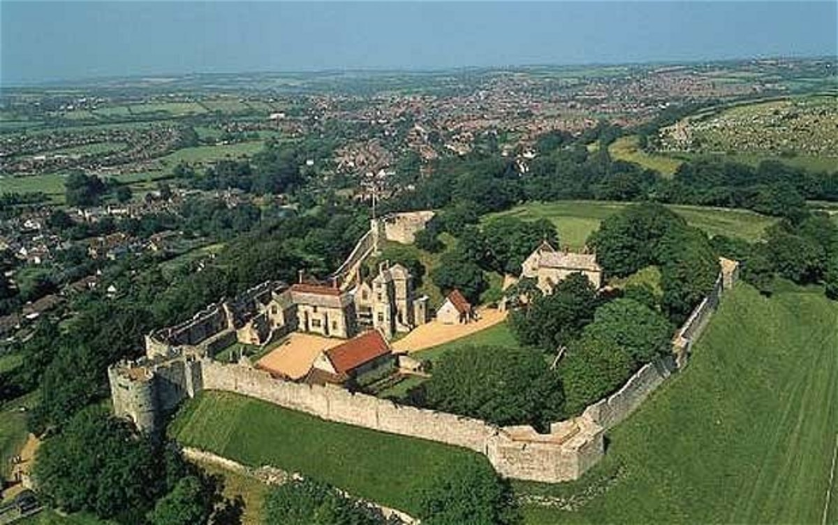Carisbrooke Castle near Newport, Isle of Wight, seen from the air - another estate given to fitzOsbern in return for services rendered near Hastings
