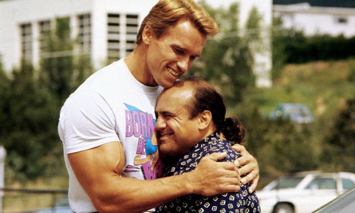 Arnold & Danny De Vito in Twins (1988)