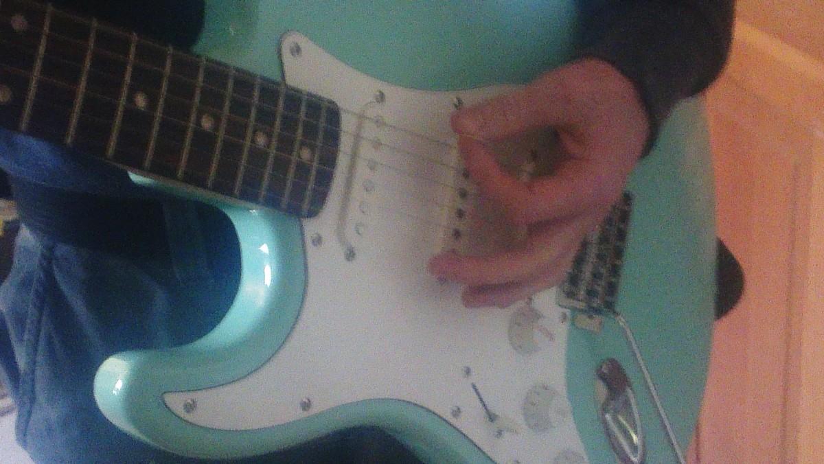dunlop-tortex-vs-fender-351-guitar-picks