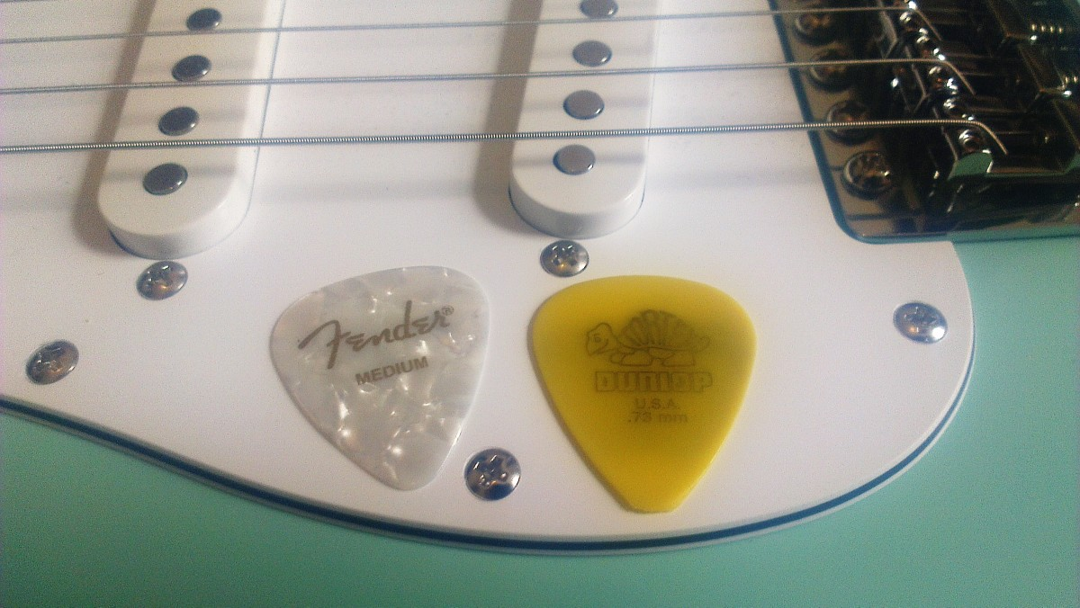 Dunlop Tortex vs Fender 351 Guitar Picks