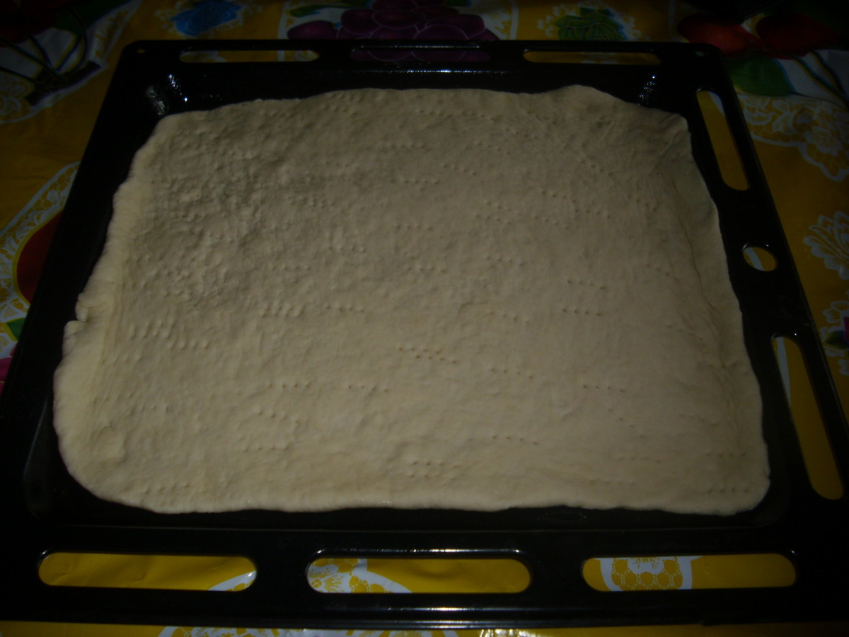Dough with holes by using the fork