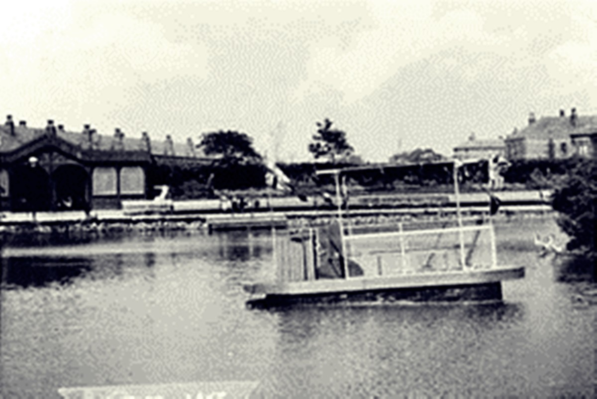 Hunslet Lake in about 1905.
