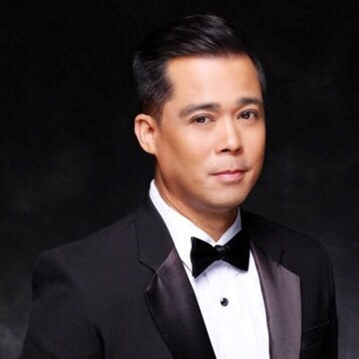 Dingdong Avanzado was part of his high school's all-male singing group that eventually produced some of Manila's best entertainers. He has performed in concerts, both in the Philippines and abroad. He is now married to a female recording artist.